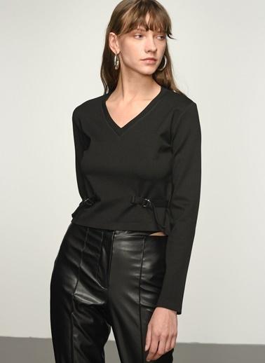 NGSTYLE NGKAW21BL0012 Kemer Detaylı Örme Bluz Siyah